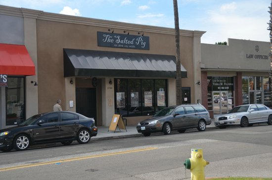 The Salted Pig: Front of restaurant