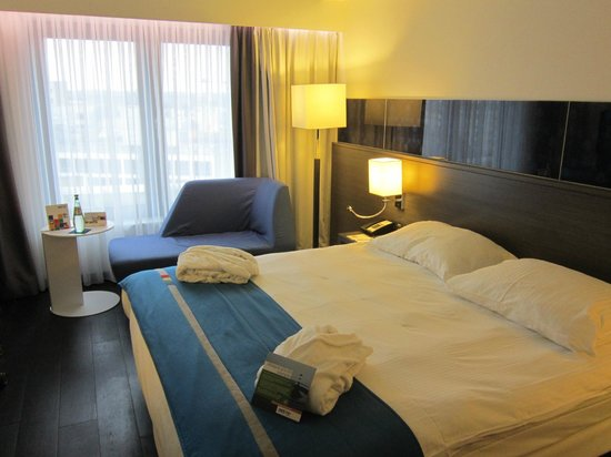 """Park Inn by Radisson Luxembourg City : """"Business-friendly Room"""" 802"""
