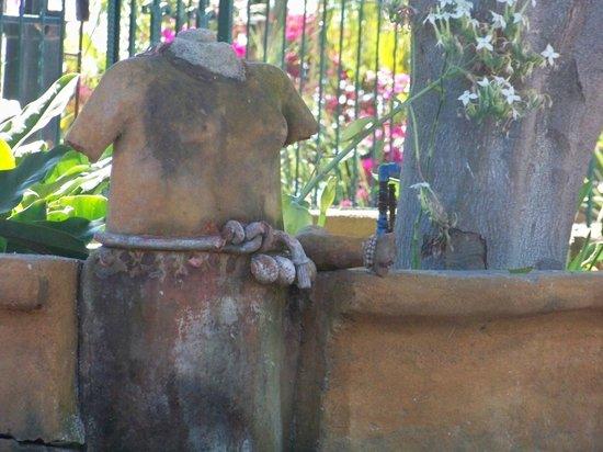 Mar Chapalico: garden sculptures