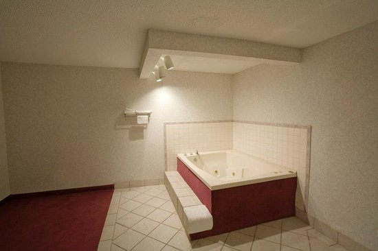 Affordable Inn: Jacuzzi Suite