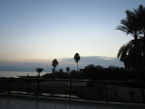 Leonardo Plaza Hotel Tiberias : View from the pool area at twilight