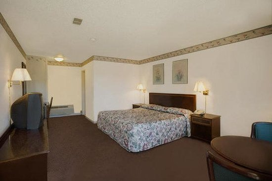 Americas Best Value Inn - E Greenbush / Albany: One King Bed