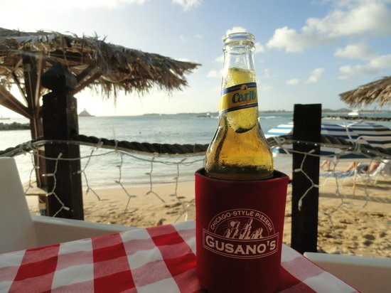 Topper's By The Sea: Great Bar Service with active happy hour