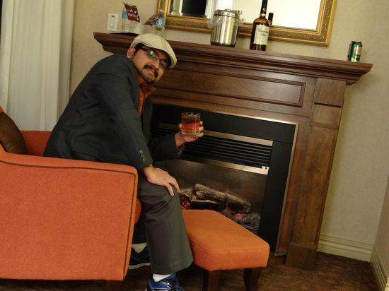Sheraton on the Falls : Enjoying the fireplace