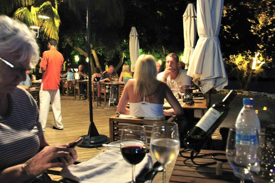 Sands Suites Resort & Spa : Dinner time under the stars