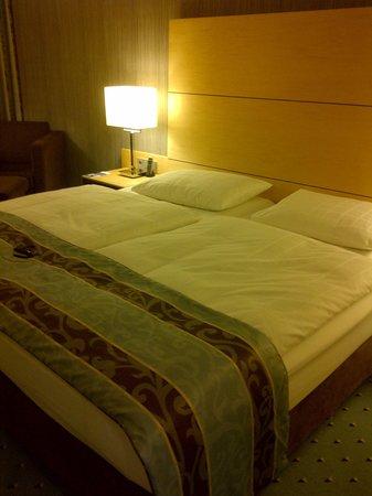 Maritim Hotel Düsseldorf: Bed
