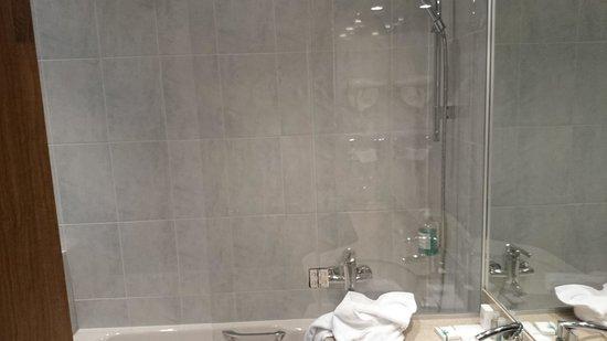 Hotel Cecilia Arc De Triomphe: bathroom in room