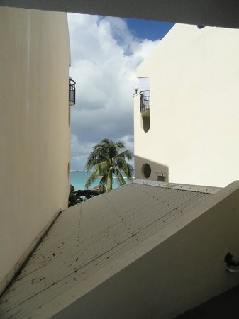 Flamingo Beach Resort: View when I open my door
