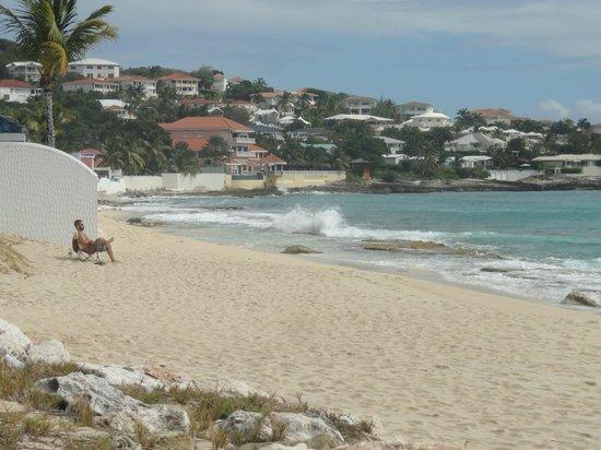 Flamingo Beach Resort: Nice little private beach on the far east side