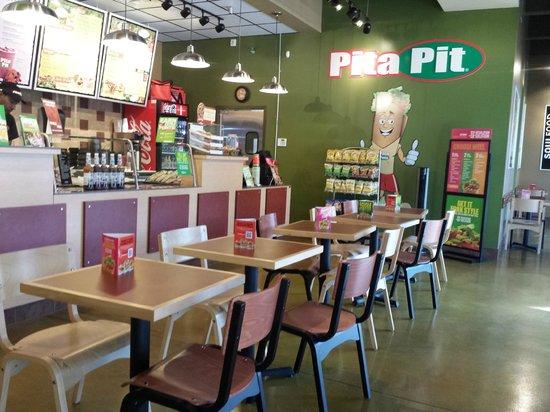 Pita Pit Downtown Jacksonville: Interior