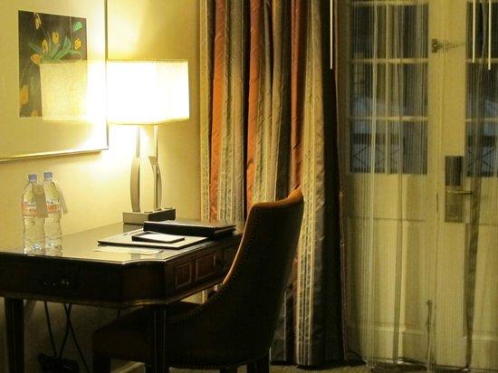 Royal Sonesta New Orleans: Desk