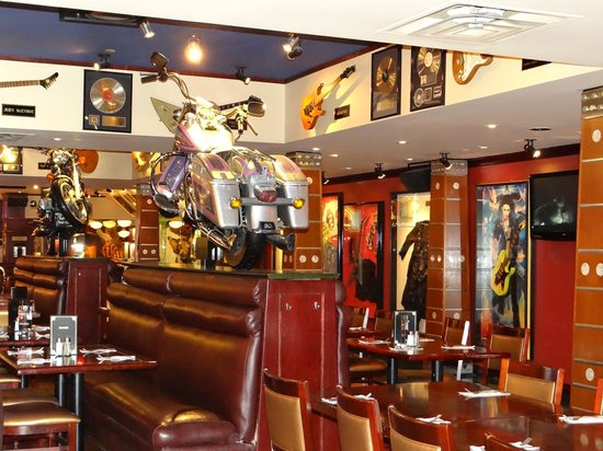 Hard Rock Cafe: Restaurant filled with gifts by celebrities