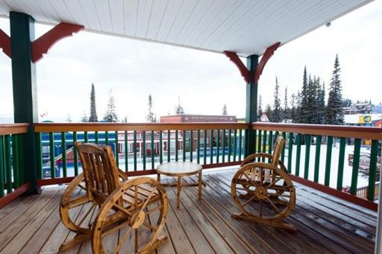 Vance Creek Hotel & Conference Centre: Vance Creek Suite Balcony