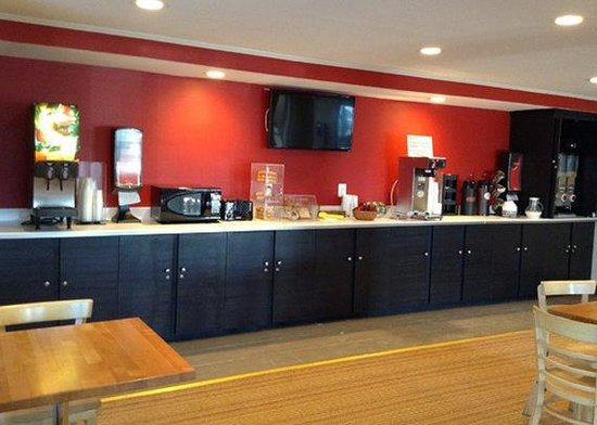 Econo Lodge: breakfast counter