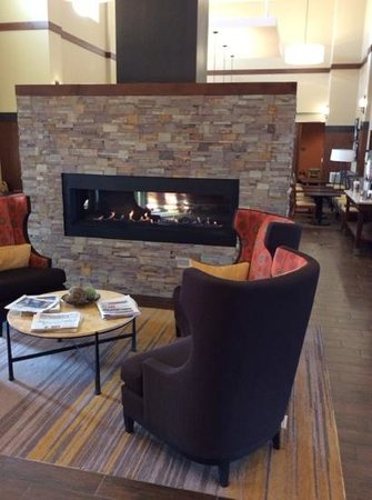 Hampton Inn & Suites Boulder - North: The cozy and warm fireplace is very inviting as you enter.