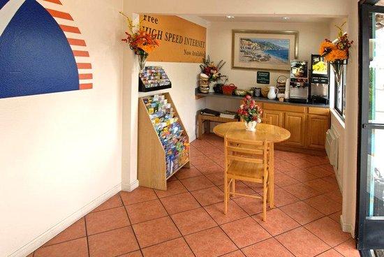 Americas Best Value Inn & Suites : Lobby