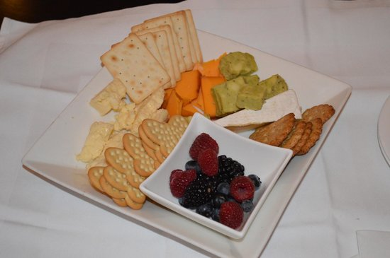 The Mansion on Delaware Avenue: Yummy cheese platter!