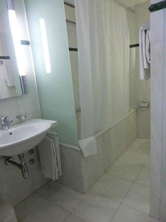 Hotel Wilden Mann: bathroom