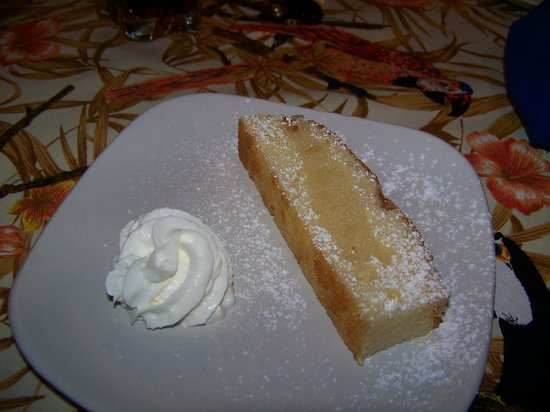Boquete Art Cafe : Made from scratch pound cake with fresh whipped cream