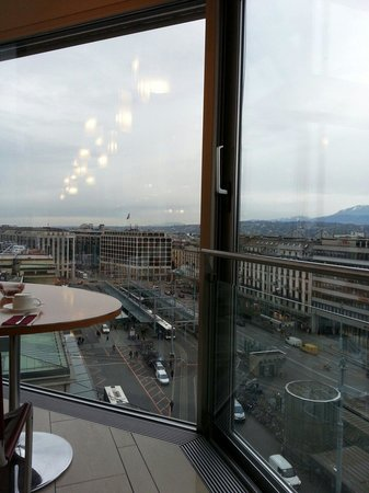 Cornavin Hotel Geneva: View from coffe house