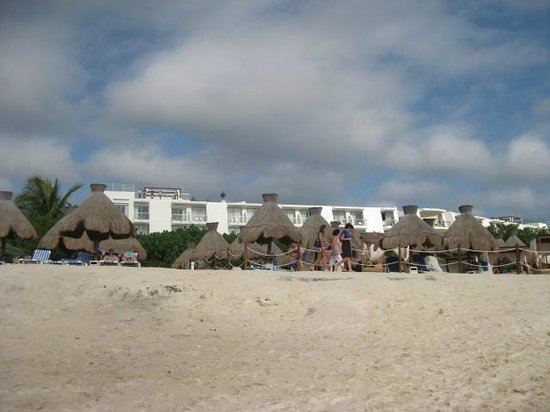 Grand Sirenis Riviera Maya Resort & Spa: looking back from the water