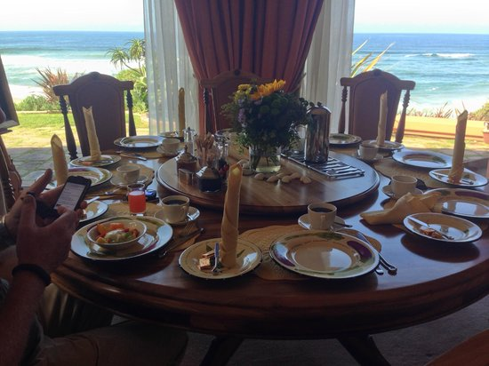 Xanadu Guest Villa: Frühstückstisch