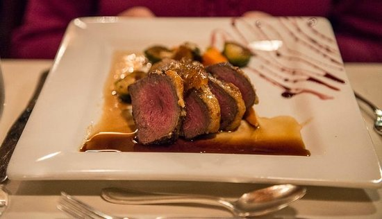 Stephanie Inn Dining Room: Garlic Crusted Filet Mignon