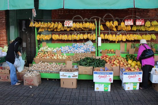 Hawaii Food Tours: Fruits in Chinatown