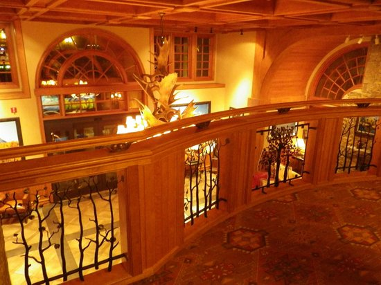 Wyoming Inn of Jackson Hole: Looking into Lobby from 2nd Floor
