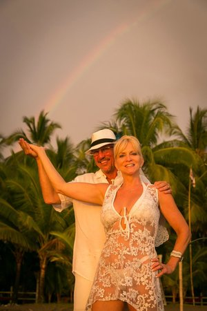Encantada Ocean Cottages: The Rainbow of Good Luck...Encantada Beach