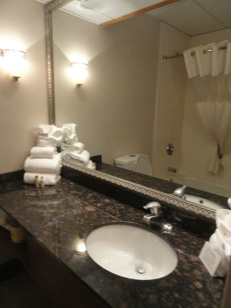 Greenstay Hotel & Suites: Nice Bathroom