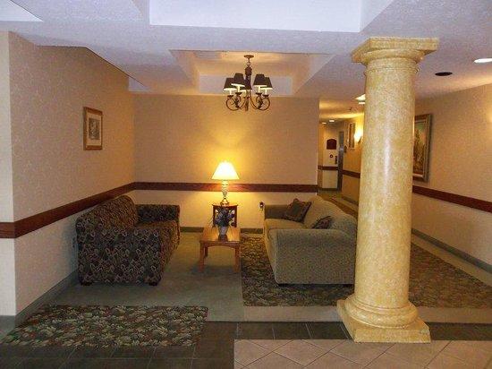 Holiday Inn Express Cadillac: Hotel Lobby