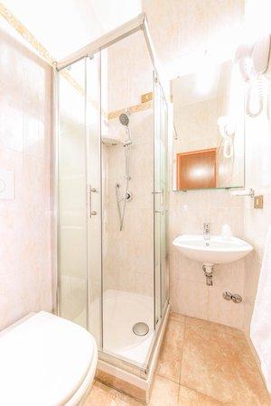 Rome Downtown Accomodation : Bathroom