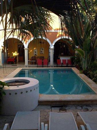Merida Santiago Hotel Boutique: Piscina e giardino