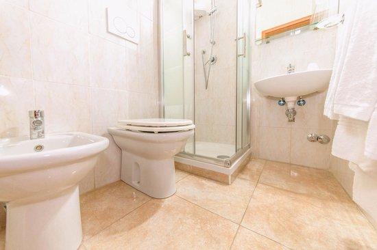 Rome Downtown Accomodation: Bathroom