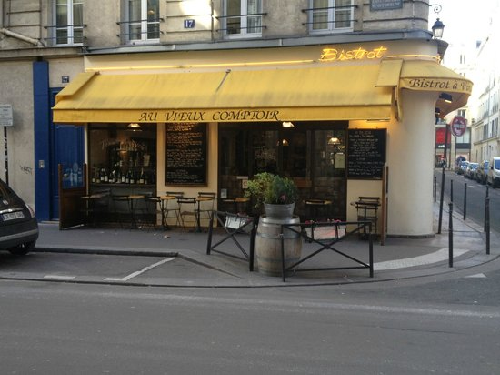 AU VIEUX COMPTOIR : Look for the big yellow awning