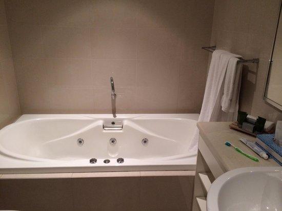 Mantra Bunbury Hotel : Spa bath