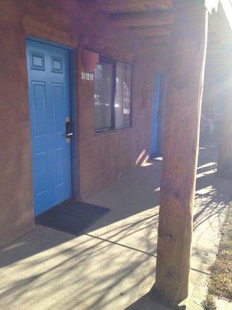 Sun God Lodge: Sun God - door to our room