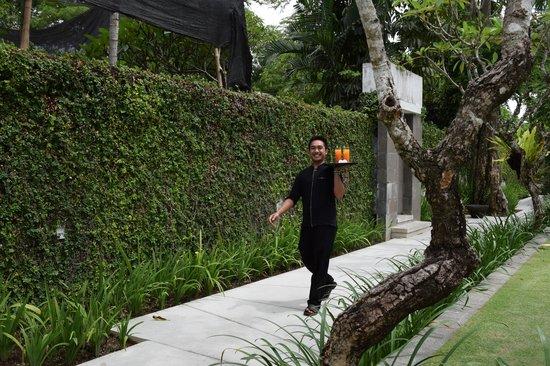 Kayumanis Nusa Dua Private Villa & Spa: Everyone is always smiling