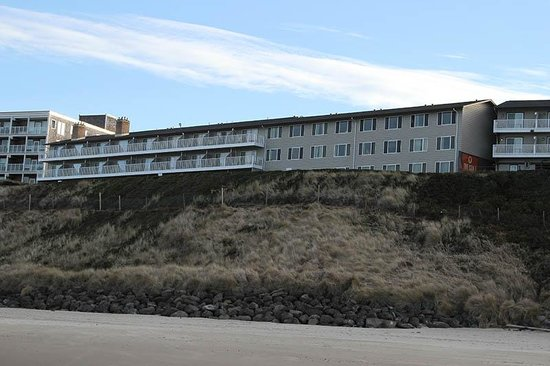 The Coho Oceanfront Lodge: The Coho from the beach
