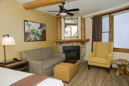 The Lodge at Breckenridge : Newly-remodeled Room 110 - Mountain View King