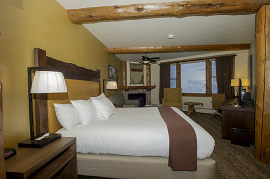 The Lodge at Breckenridge: Newly-remodeled Room 110 - Mountain View King