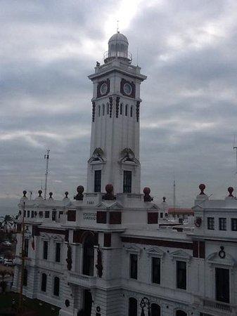 Emporio Veracruz: el Faro de Veracruz desde mi habitación en el Hotel Emporio