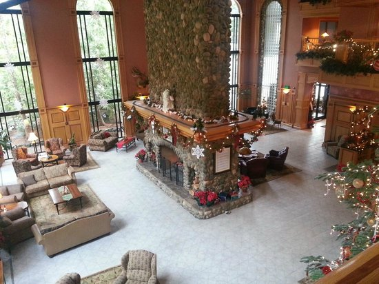 Bonneville Hot Springs Resort & Spa : View from the stairs.