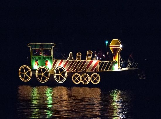 Back Creek Inn: Watch the December Christmas Walk Boat Parade from our dock