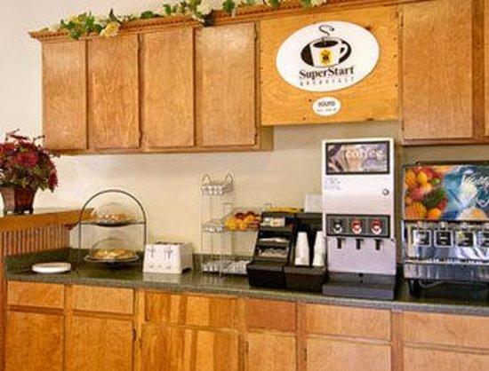 Super 8 Ruidoso: Breakfast Area