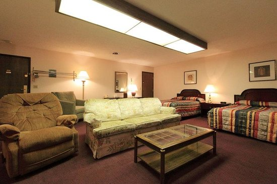 Americas Best Value Inn: 2 Double Beds Deluxe Kitchenette