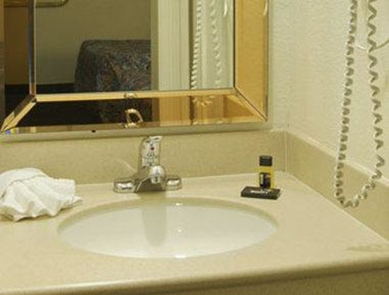 Victorville Travelodge: Bathroom