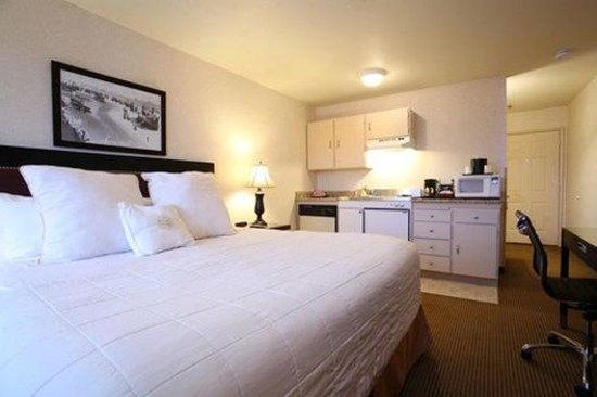 Inn at Seaside: King Guestroom with Kitchenette