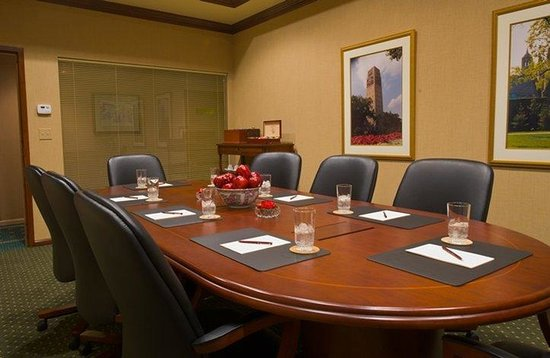 ‪بيل تاور هوتل: Executive Board Room‬